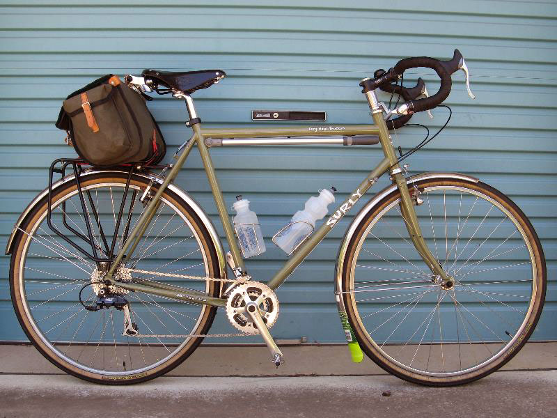 http://www.cyclofiend.com/cc/images2/cc198-2surly1.jpg